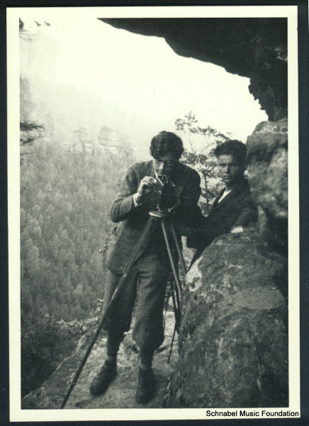 Karl Ulrich Schnabel filming, with F. Schnyder in background, 1932