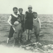 Artur Schnabel with his wife Therese and sons during the summer vacation at the North Sea, around 1917