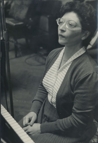 Helen Schnabel playing. Vienna, 1950's